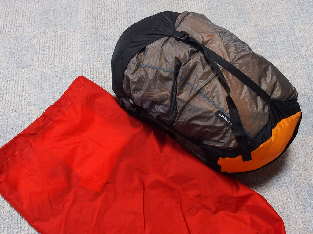 濡れたテントの収納は<ゴミ袋もいいけど防水の圧縮できるスタッフザックもいい>1