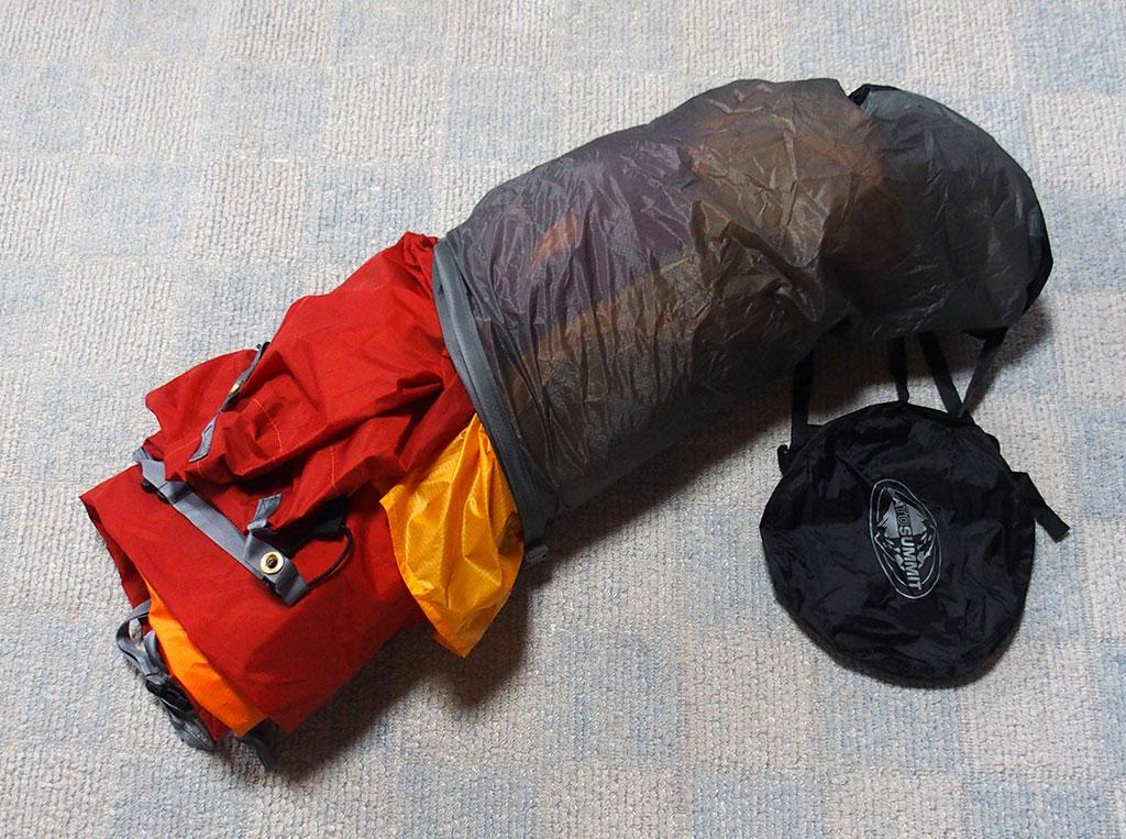 濡れたテントの収納は<ゴミ袋もいいけど防水の圧縮できるスタッフザックもいい>5