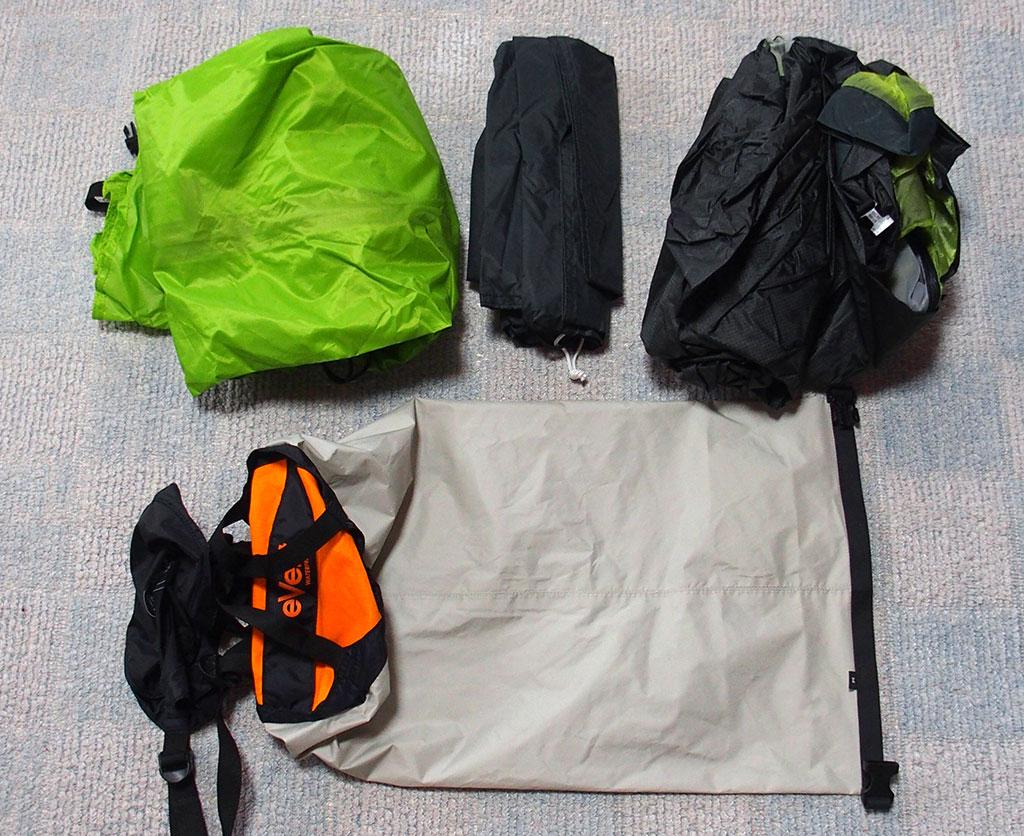 濡れたテントの収納は<ゴミ袋もいいけど防水の圧縮できるスタッフザックもいい>10