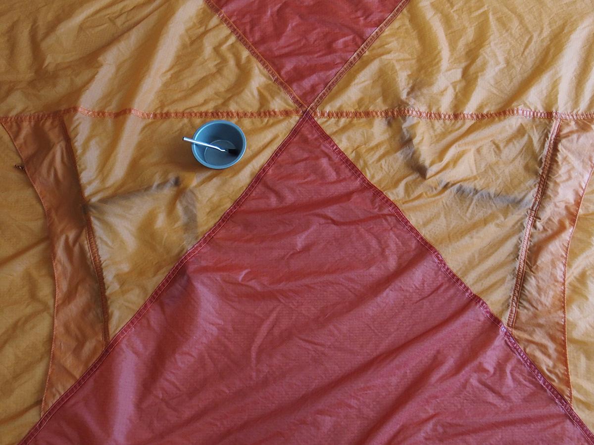 テントやタープの目止め・目止め処理<シームシーラー/シームグリップ>目止め剤の塗り方2