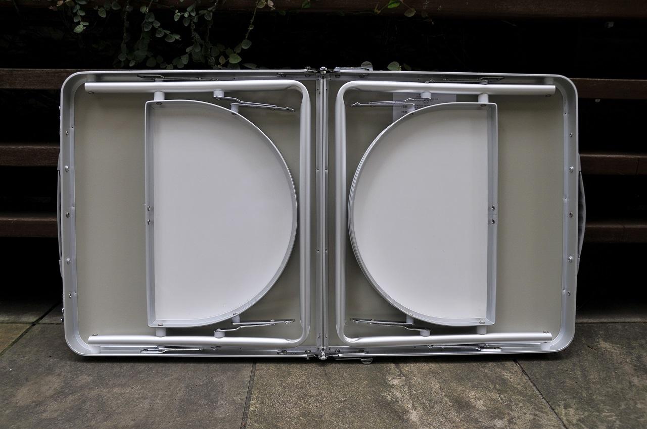 テント内でも外でも使える便利な小型テーブル<Onwayミニウイングテーブル>3