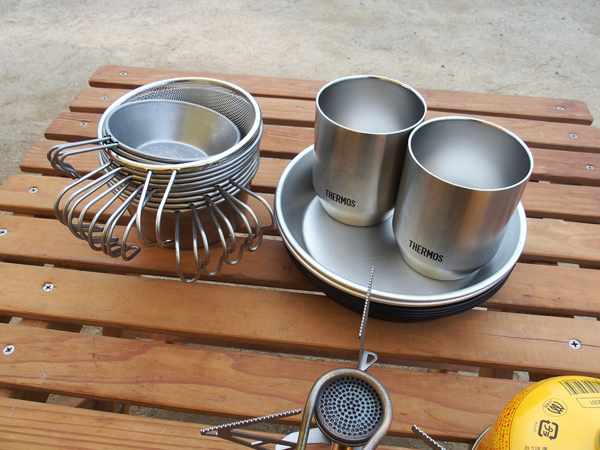 ミニマムキャンプの小物たち「キッチンツール」「食器」「ランタン」2